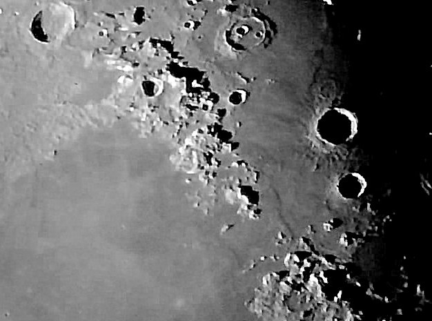 Detalle de la superficie de La Luna (Ocular digital, Barlow x2 Telescopio Celestron 102 GT LunaBx2-1) (Explore)