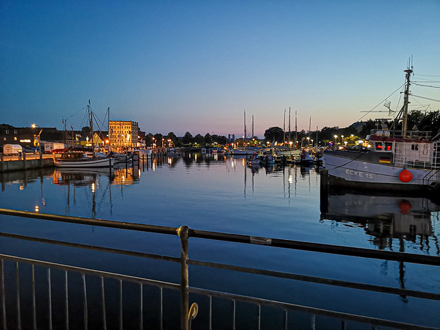 Evening atmosphere in Eckernförden harbour  /  Abendstimmung im Eckernfördener Hafen