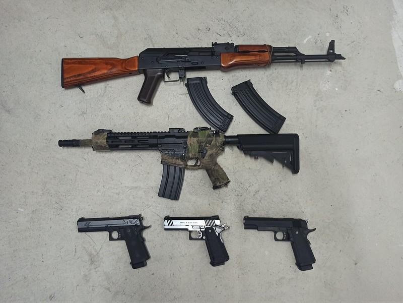 La Policía Local de Sitges requisan armas en un registro en Sitges