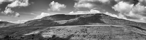 landscape cumbria yorkshiredales mallerstang mallerstangedge wildboarfell cloudscape clouds blackwhite monochrome panorama