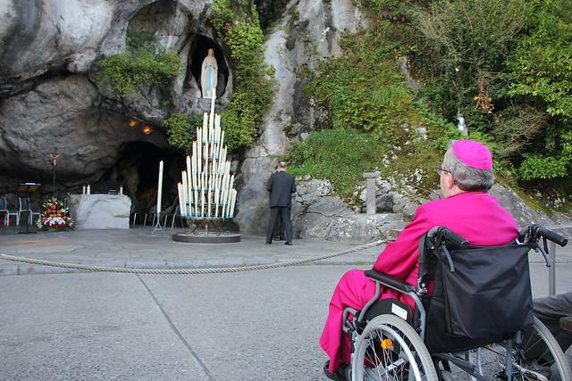 Bisschop Smeets in Lourdes