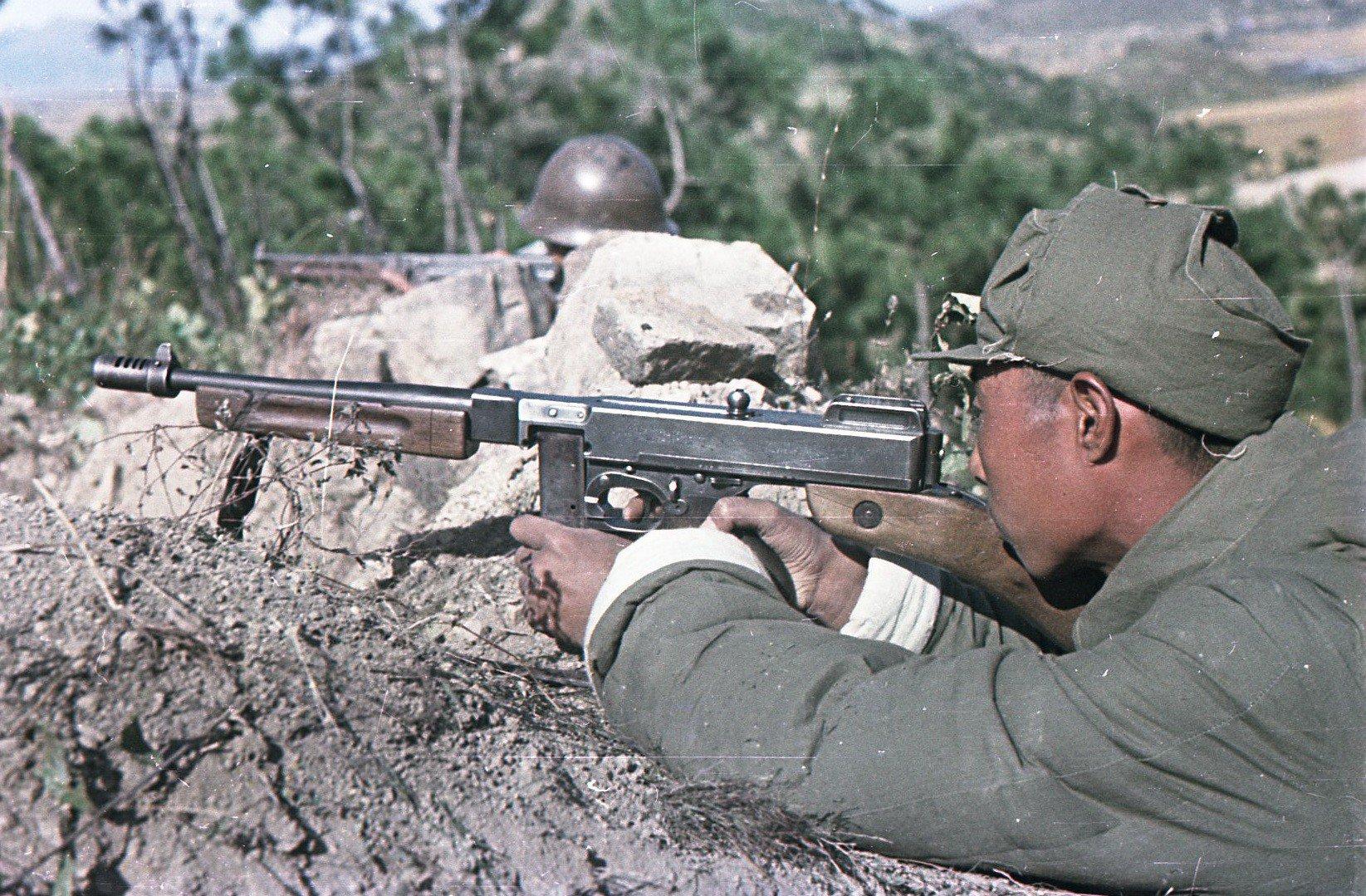 1949. Бойцы Народно-освободительной армии Китая. В засаде