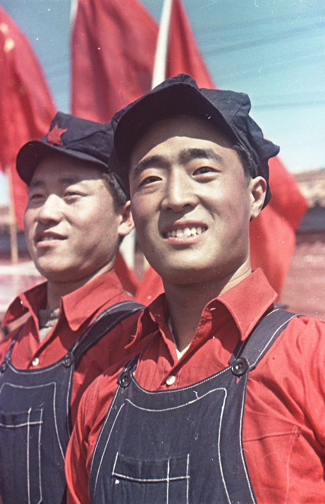 1949.  На площади Тяньаньмэнь