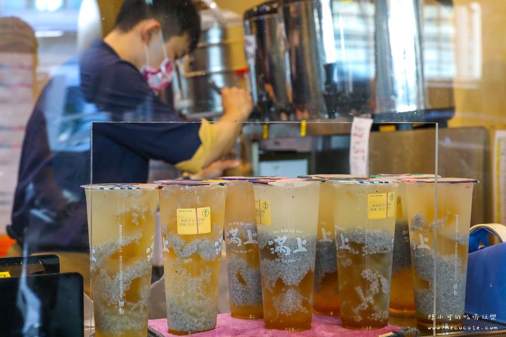 朋友推薦這間飲料有夠夯,外送外帶不間斷直接刷一排超強!推薦特濃仙草茶整瓶帶回家才65元