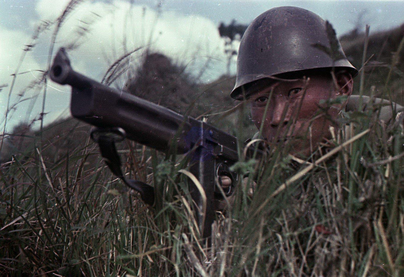 1949. Бойцы Народно-освободительной армии Китая (НОА). В засаде.