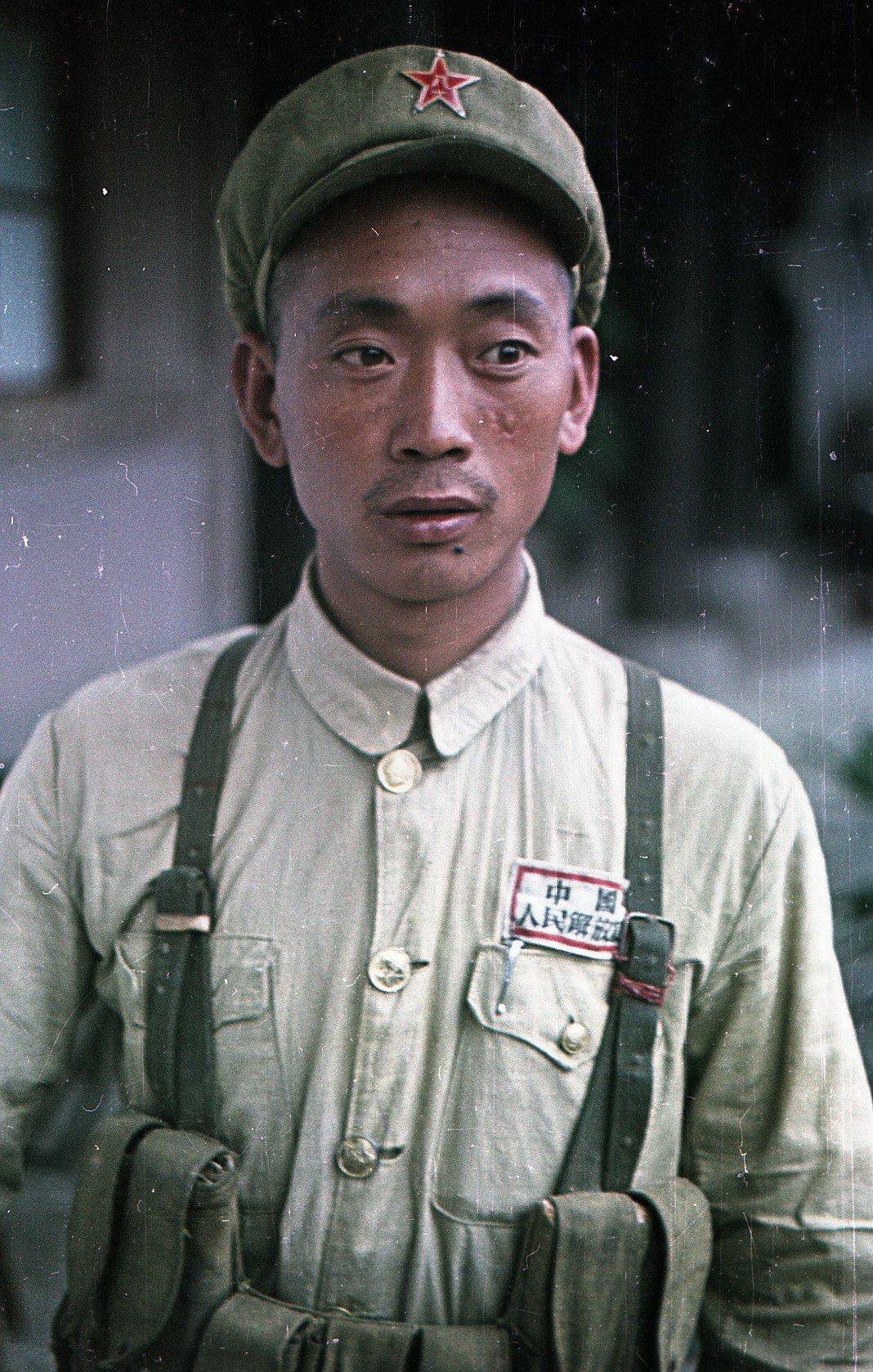 1949. Боец Народно-освободительной армии Китая.
