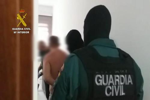 Momento de la detención de varios miembros de la organización criminal (Foto: Guardia Civil)