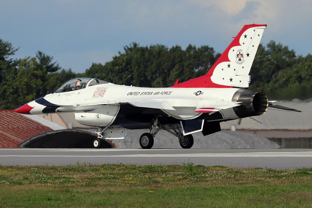 USAF Thunderbirds  F-16C 'Fighting Falcon'