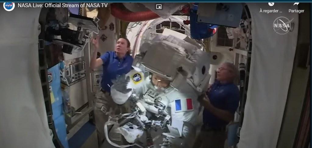 EVA 77 Retour, et hello de l'astronaute Thomas Pesquet !
