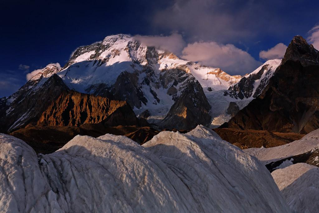 Broad Peak: Ice hummocks