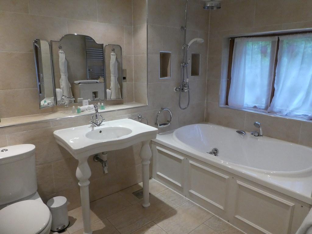 En-suite bathroom at The Gibbon Bridge Hotel, Chipping