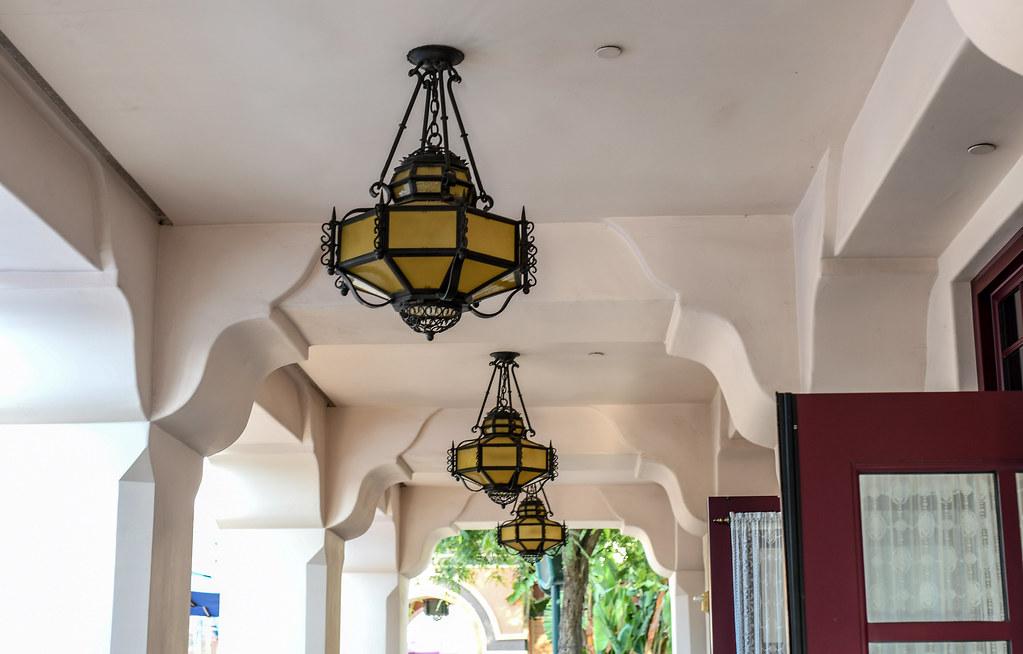 Carthay Circle Lounge Alfresco lights DCA
