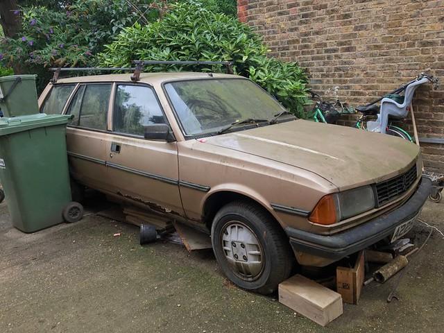 Abandoned 1983 Peugeot 305 GRD Estate
