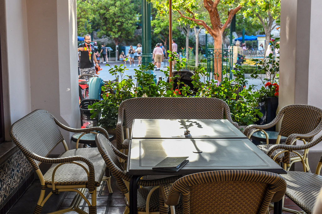 Carthay Circle Lounge Alfresco table DCA