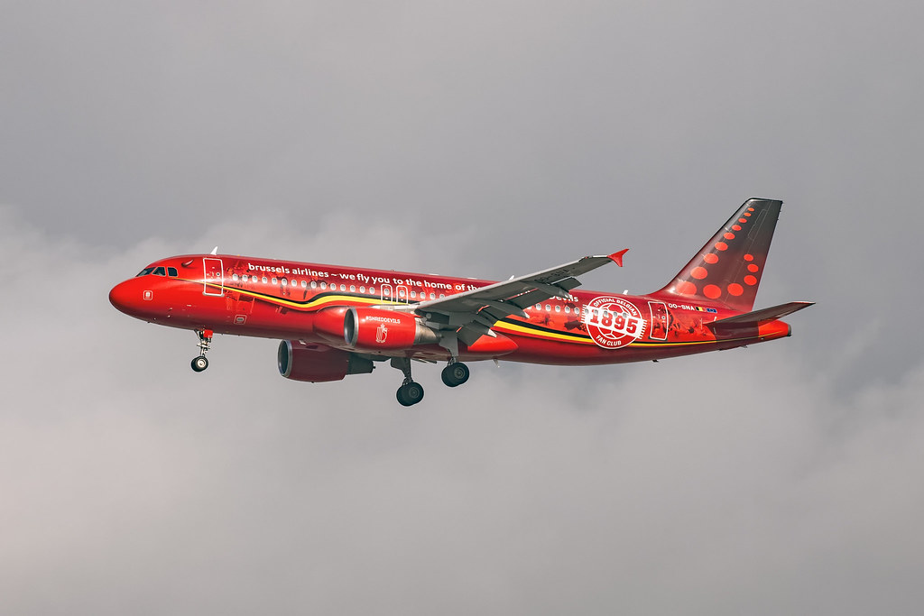 OO-SNA A320 BRUSSELS AIRLINES  RED DEVILS