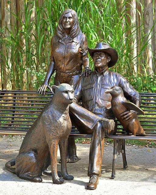 Jack and Suzi Hanna statue, The Columbus Zoo