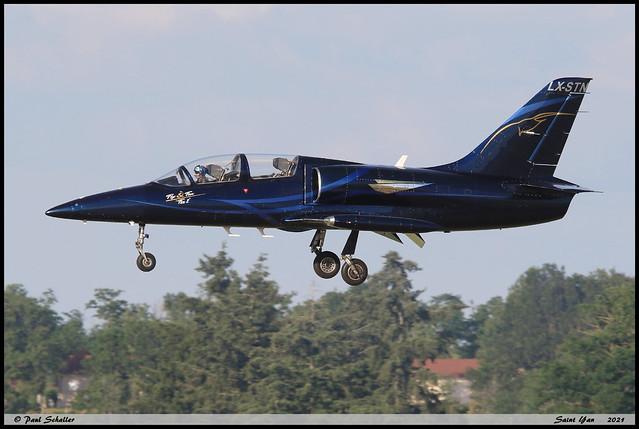 AERO L39 C LX-STN 232152 Fox2