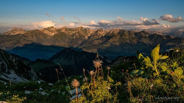 Lumière du soir sur les préalpes fribourgoises (Switzerland)
