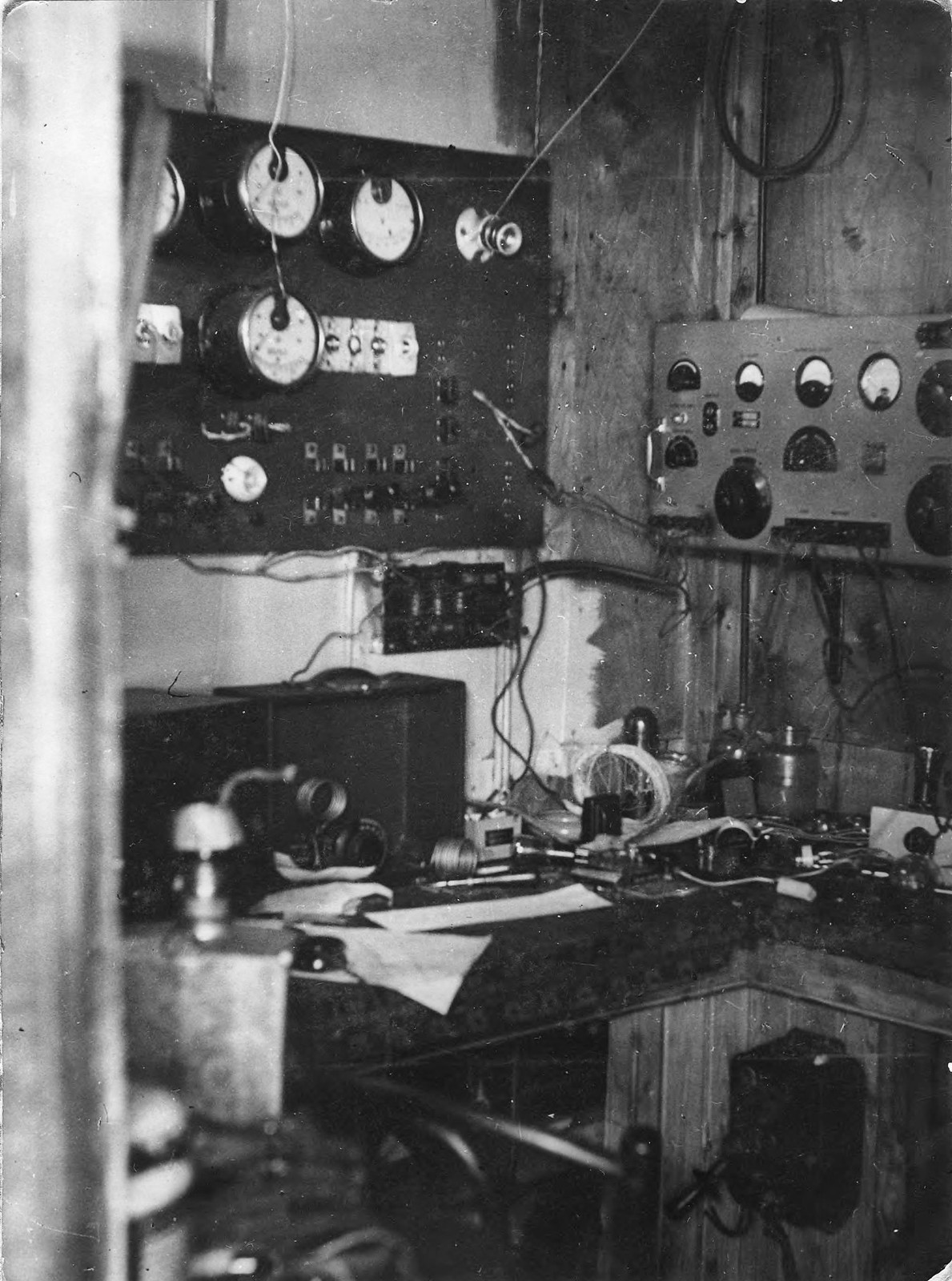 Радиоуголок в домике на острове Домашнем