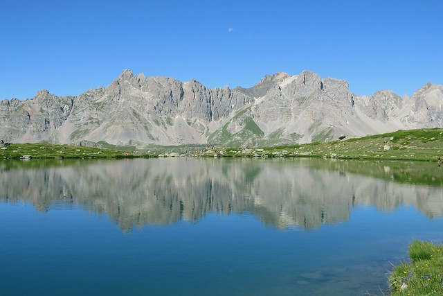 Reflet des Cerces dans le Lac Laramon. 😍