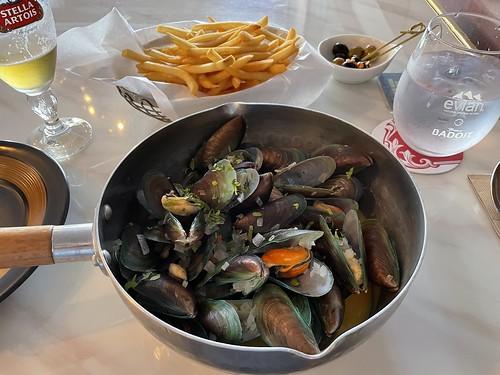 Live Local Mussels Marinières