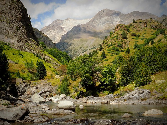 Ordiso Valley, Ara river in the background the Vignemale massif 3300 meters.