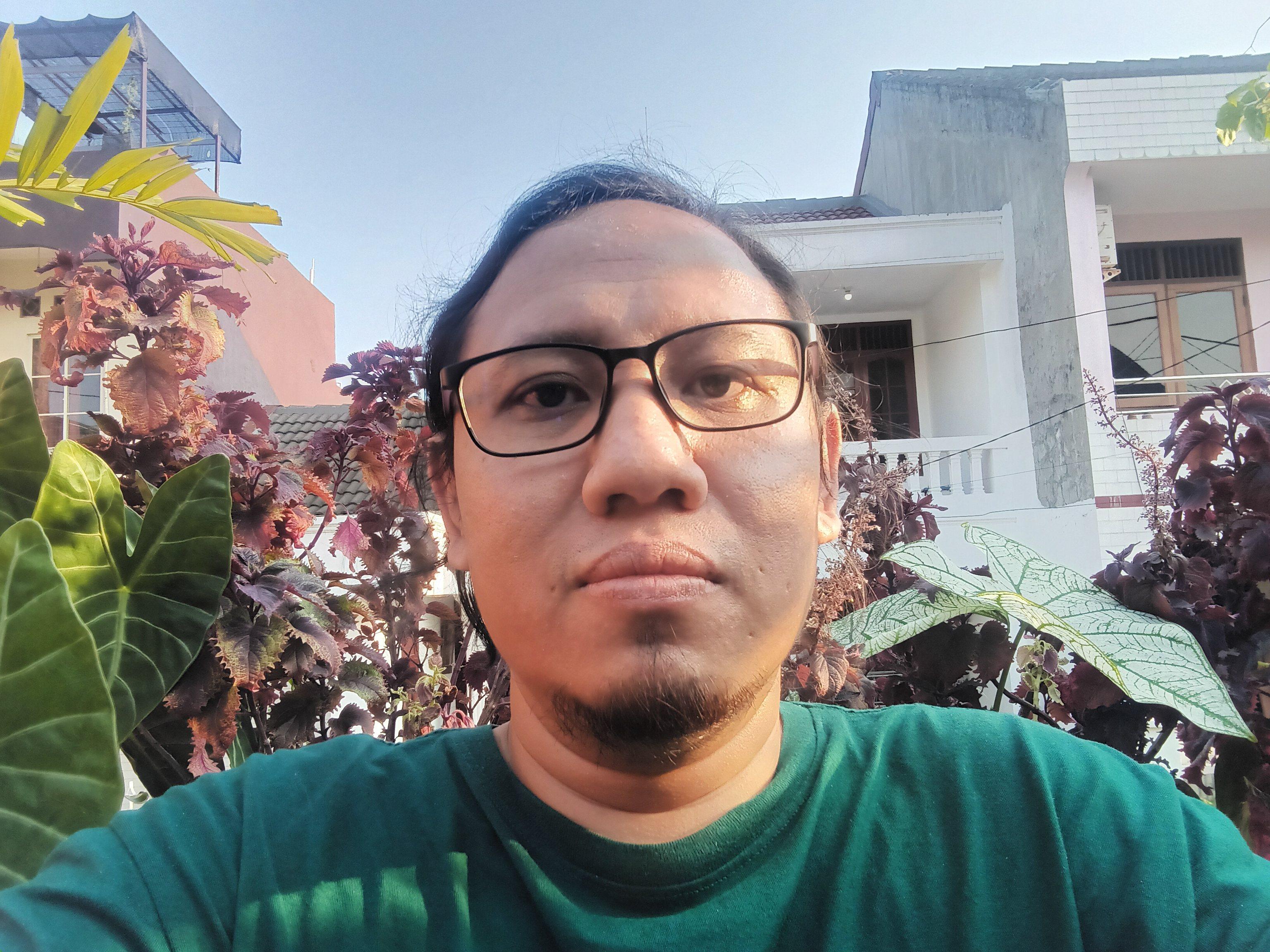 Wide Selfie (1)