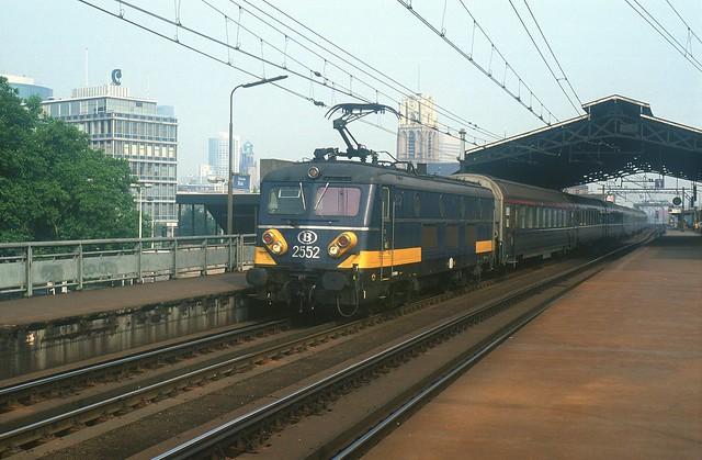 HLE 2552 + EC 82