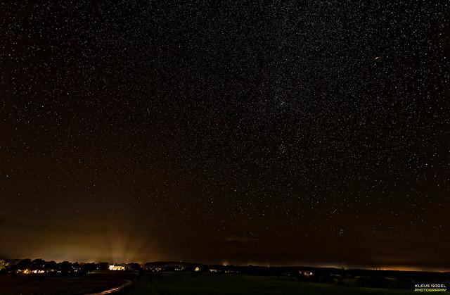 starry sky over Fjellerup; Denmark  > <  Sternenhimmel über Fjellerup; Dänemark