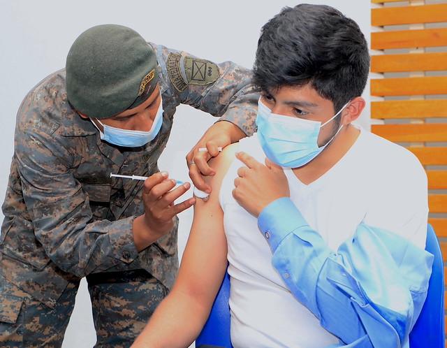 Vacunación contra covid para atletas, con apoyo del Ejército de Guatemala