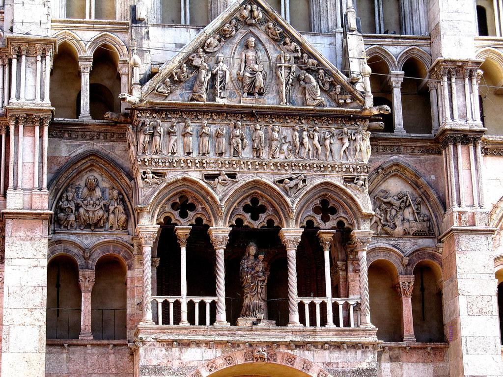 Catedrale do San Giorgio Martire. Basílica Menor .Ferrara Italia .   Expl.
