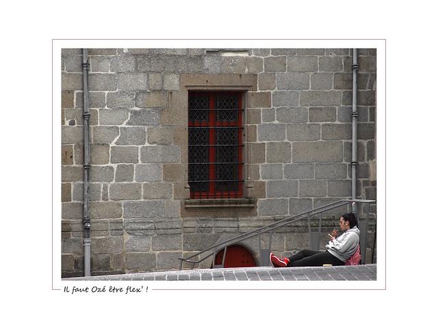 Sit on the stairs ! / Il faut Ozé être flex' !