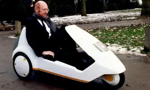 Homenaje a Sir Clive Sinclair y su vehículo eléctrico