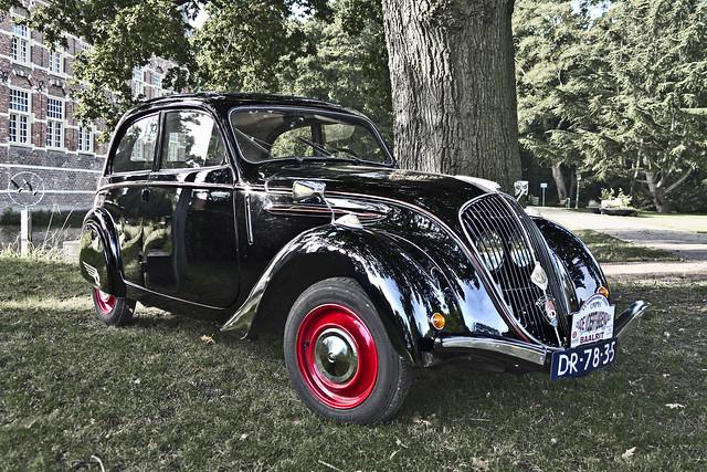 Peugeot 202 B Limousine 1949 (5503)