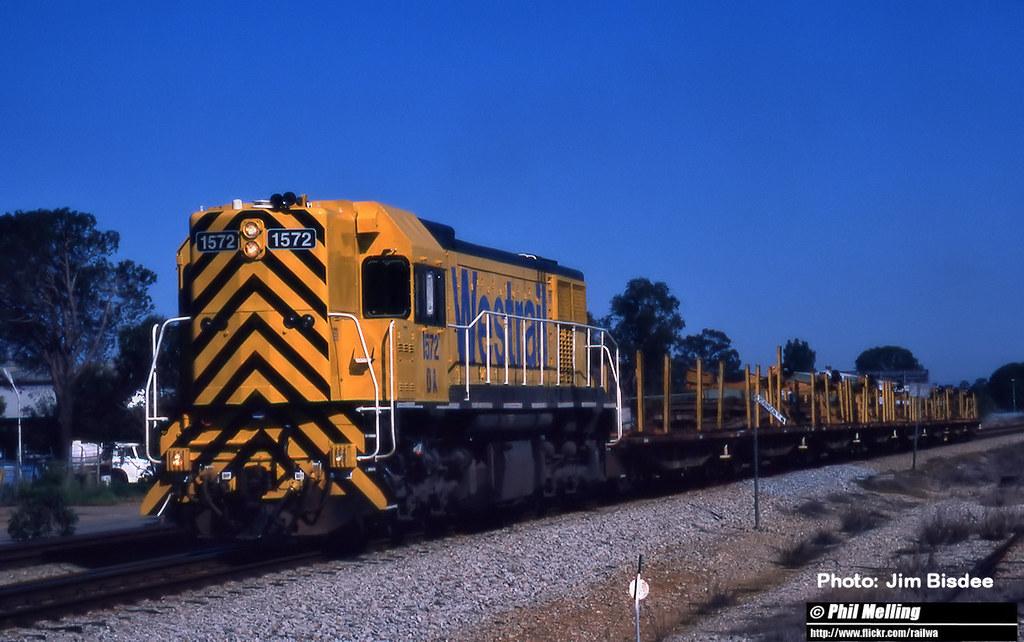 JB2575 DA1572 hauling rail train through Bellevue