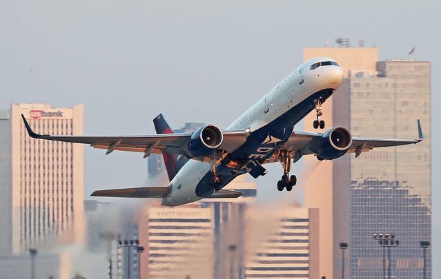 Boeing 757-251 (WL) N536US