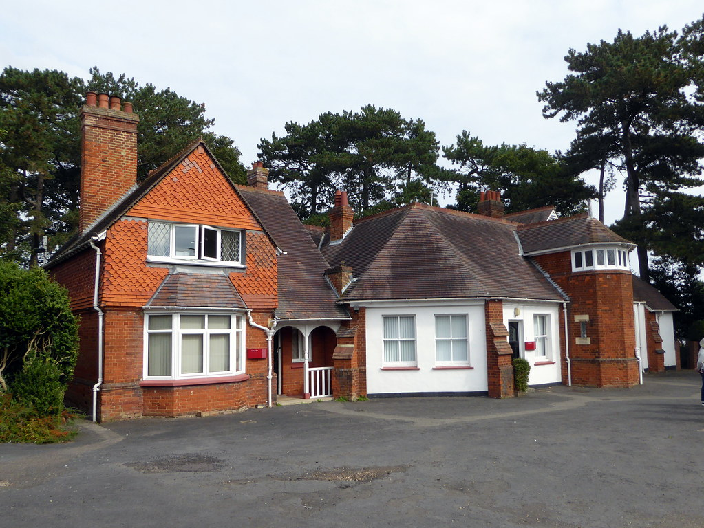 Circa 1890 - Cottages 1,2 & 3 at Bletchley Park - Bletchley - 13Sep21 - grade II listed