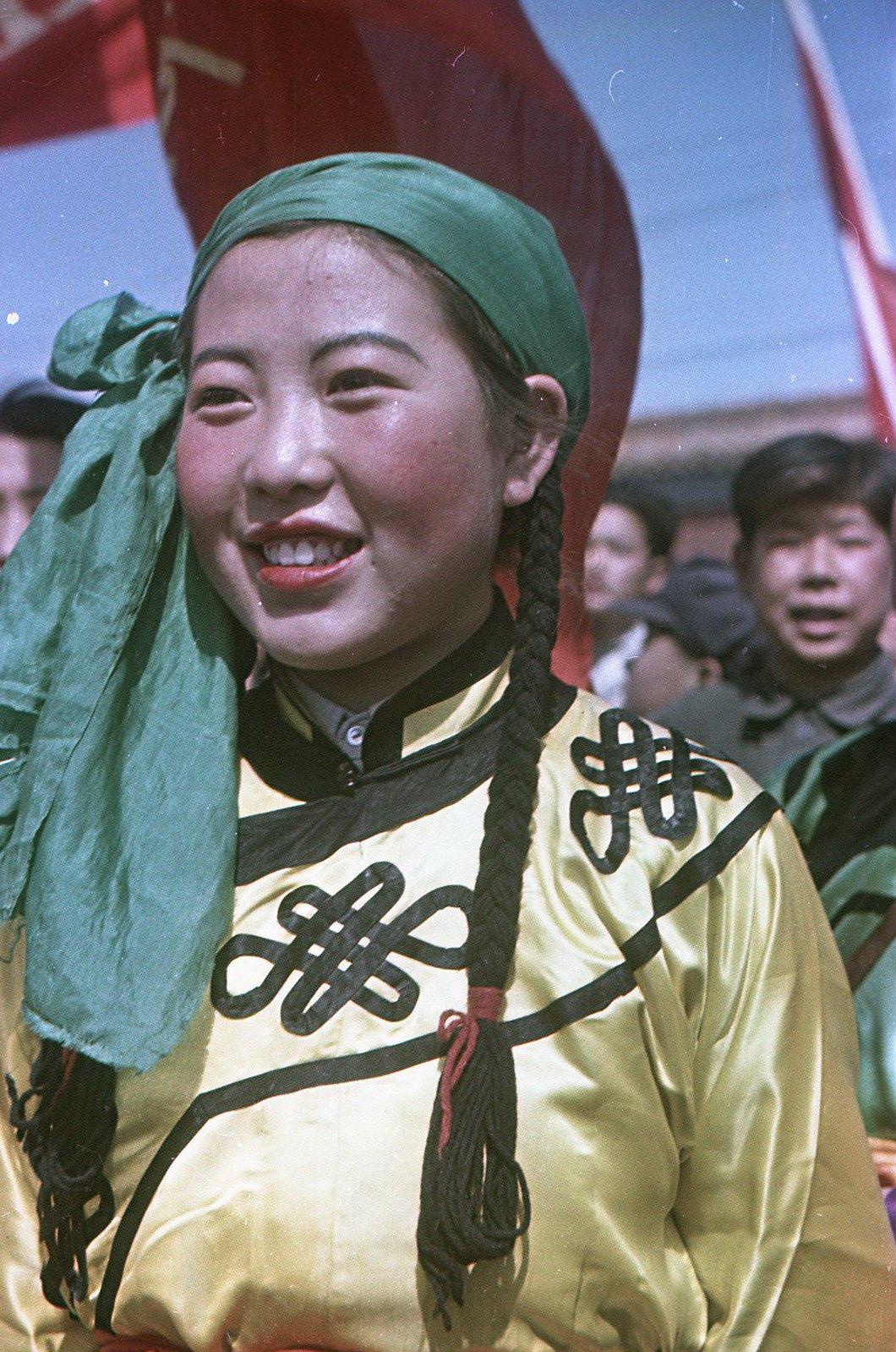 1949. На площади Тяньаньмэнь в день торжеств 1 октября.  Девушка - представительница монгольского национального меньшинства