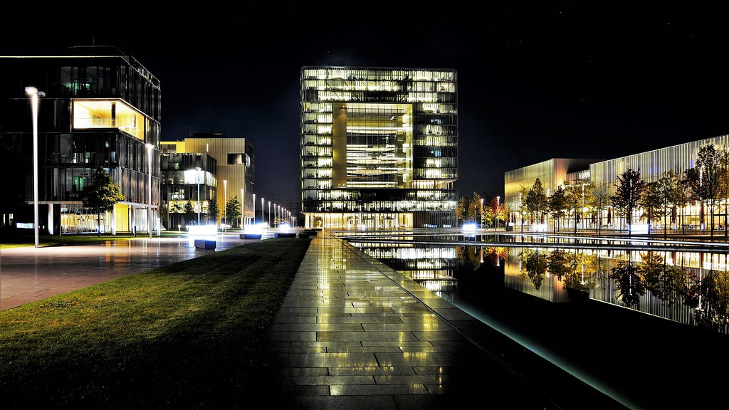 """Q1 oder auch """"The Cube"""" - ThyssenKrupp Headquarters and Operations Center"""
