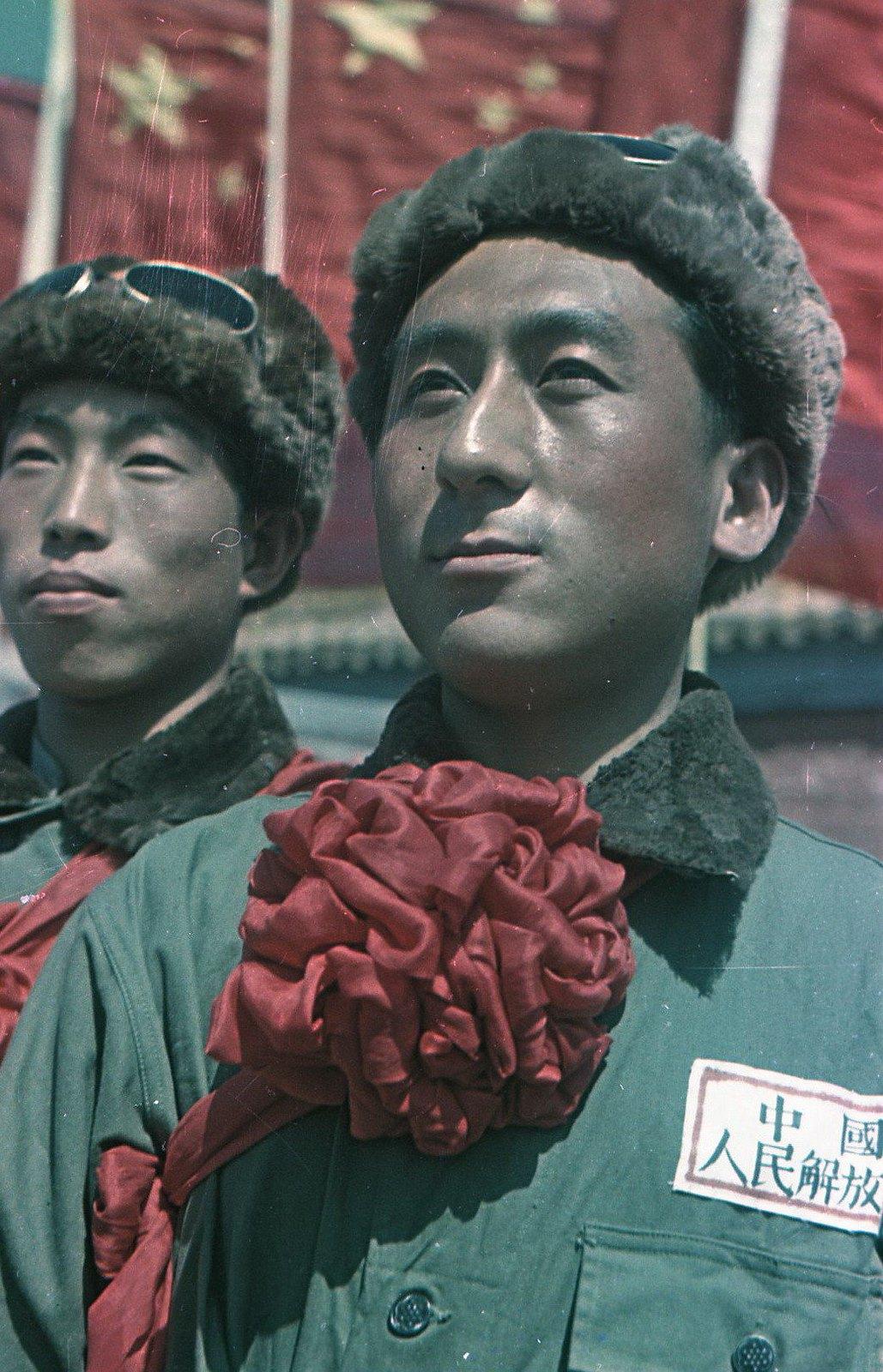 1949. Торжества на площади Тяньаньмэнь 1 октября. Участники народного ансамбля