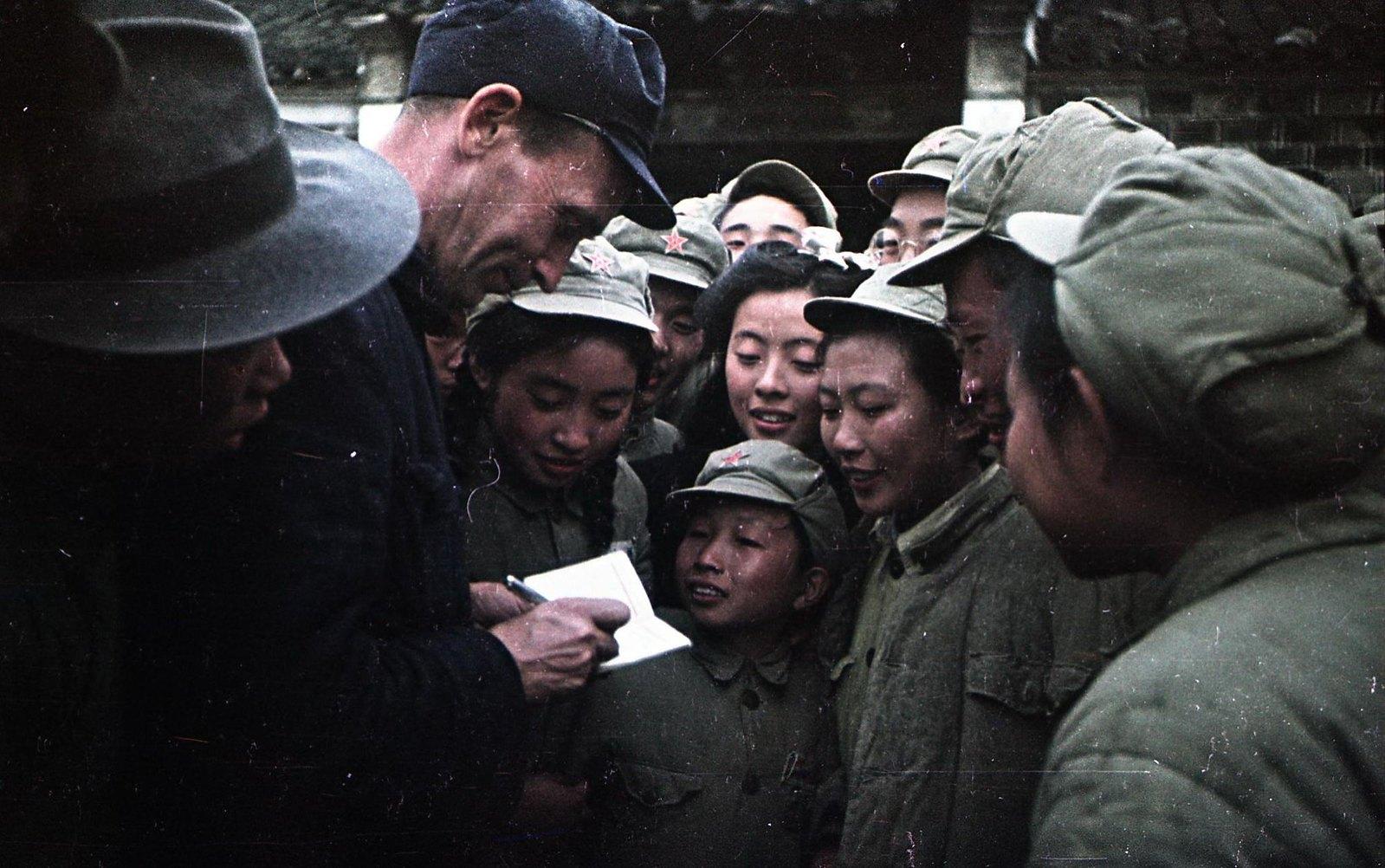 1949. Встреча с китайскими детьми