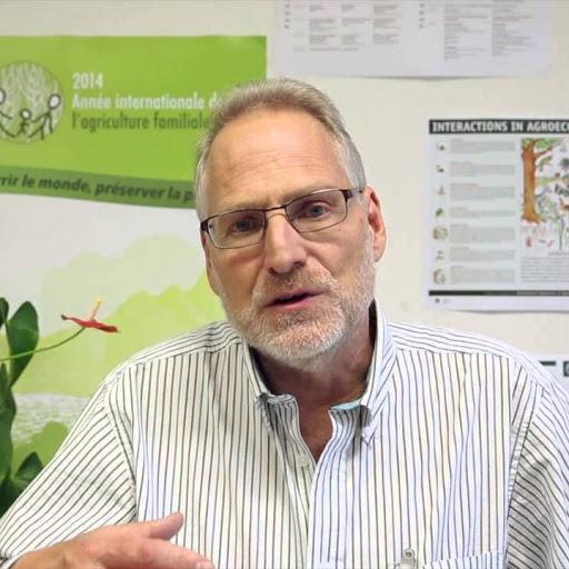 ศาสตราจารย์ปีเตอร์ รอสเซ็ต (Peter Rosset) นักวิจัยผู้เชี่ยวชาญด้านความมั่นคงทางอาหารระดับโล ที่ปรึกษาขบวนการชาวนาสากล (La Via Campesina) | ที่มาภาพ : www.chula.ac.th