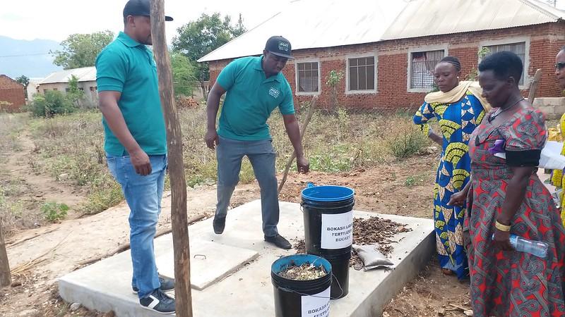 Making Bokash liquid fertilizer