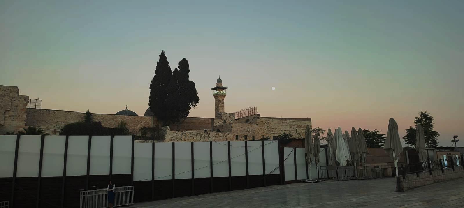 12. Вид с площади у стены Плача