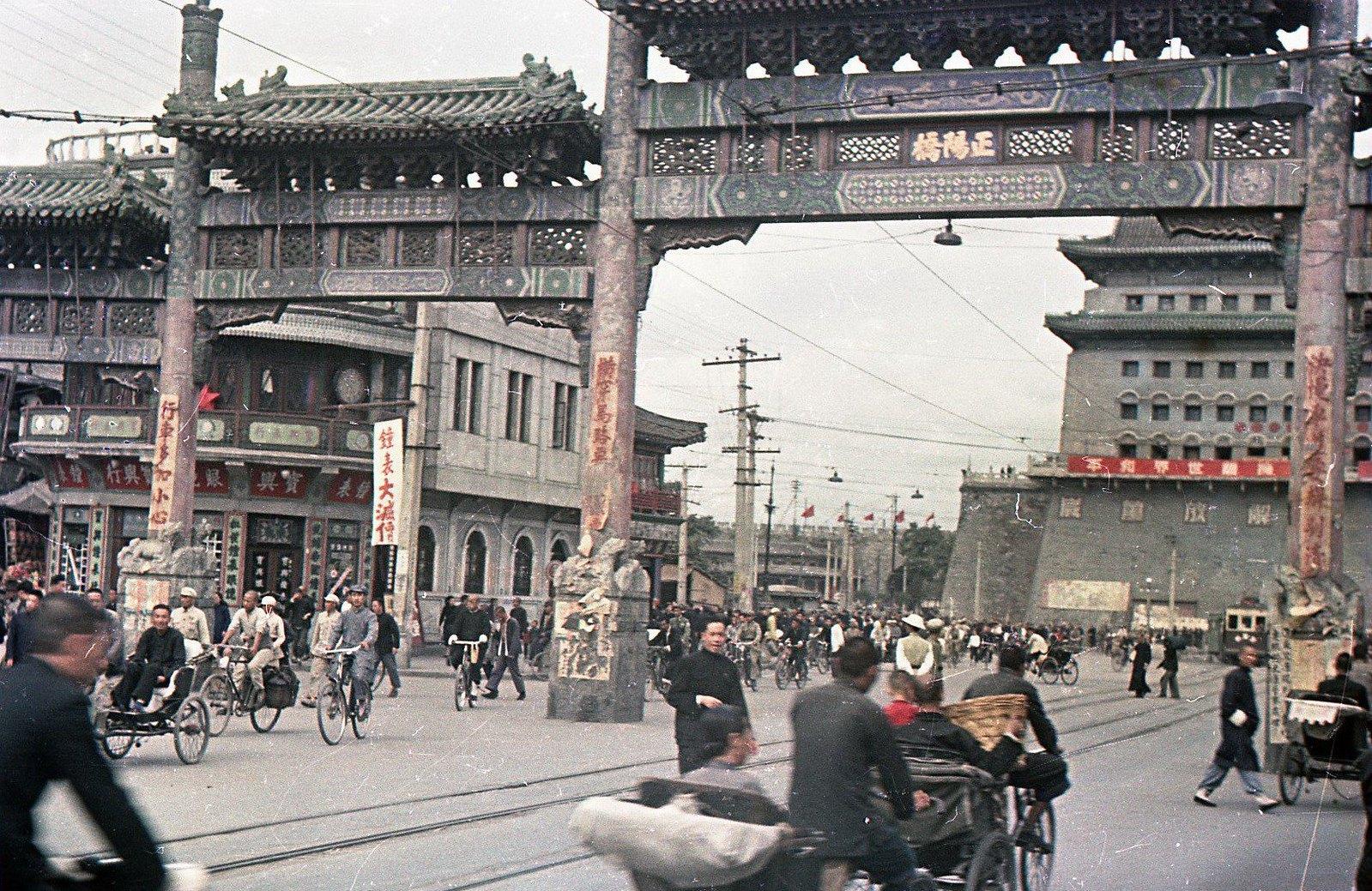 1949. Шанхай.  В районе железнодорожного вокзала
