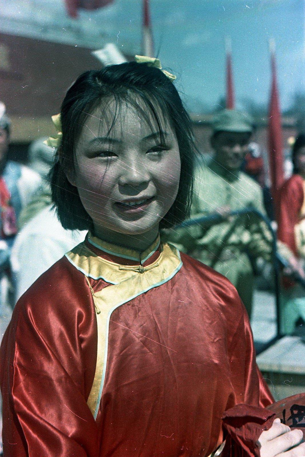 1949. Торжества на площади Тяньаньмэнь 1 октября. Участница народного ансамбля