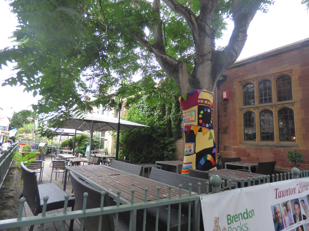 Pitcher & Piano  - Bath Place, Taunton - Bath Place Yarn bomb - Love Wins