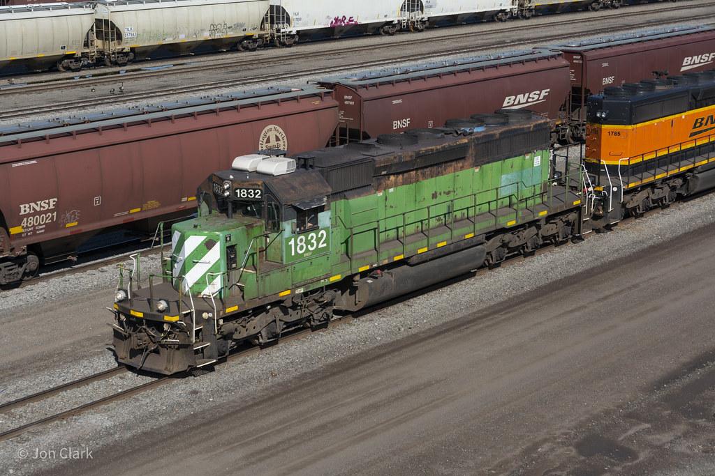 BNSF SD40-2 1832