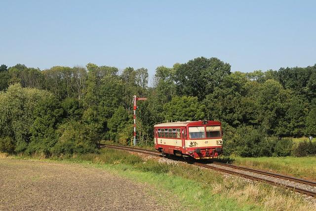 Čd 810 240-2 bij Křinec op 10-9-2021