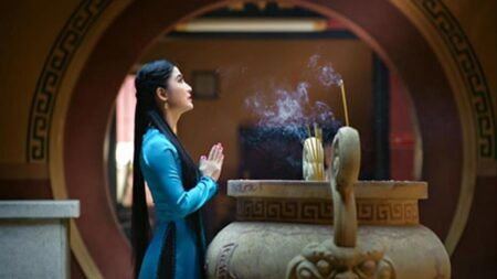 Phụ nữ đến tháng hay kỳ kinh nguyệt có nên đi chùa không?